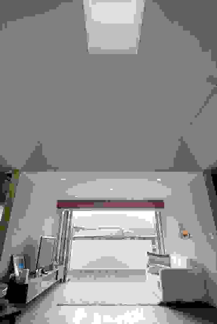 Modern living room by nest Modern