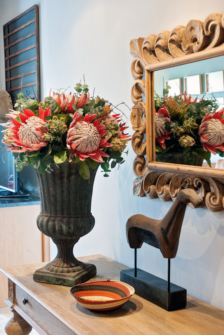 attention to detail: classic  by Kraaines Interiors - Decor by Cherice, Classic