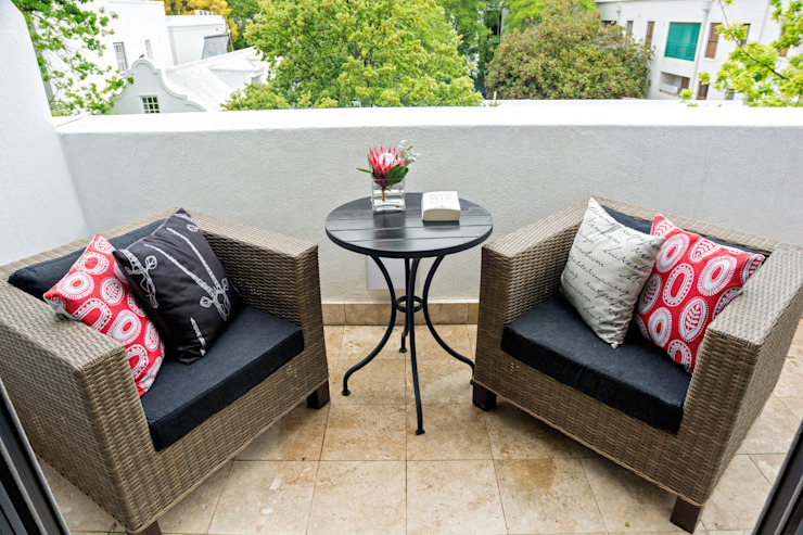 patio furniture on balcony: classic  by Kraaines Interiors - Decor by Cherice, Classic