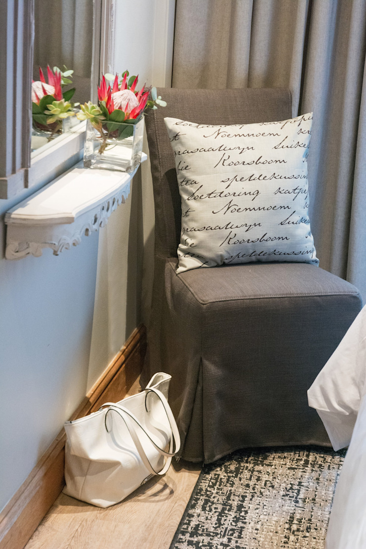chair with slip cover and floating shelve: classic  by Kraaines Interiors - Decor by Cherice, Classic