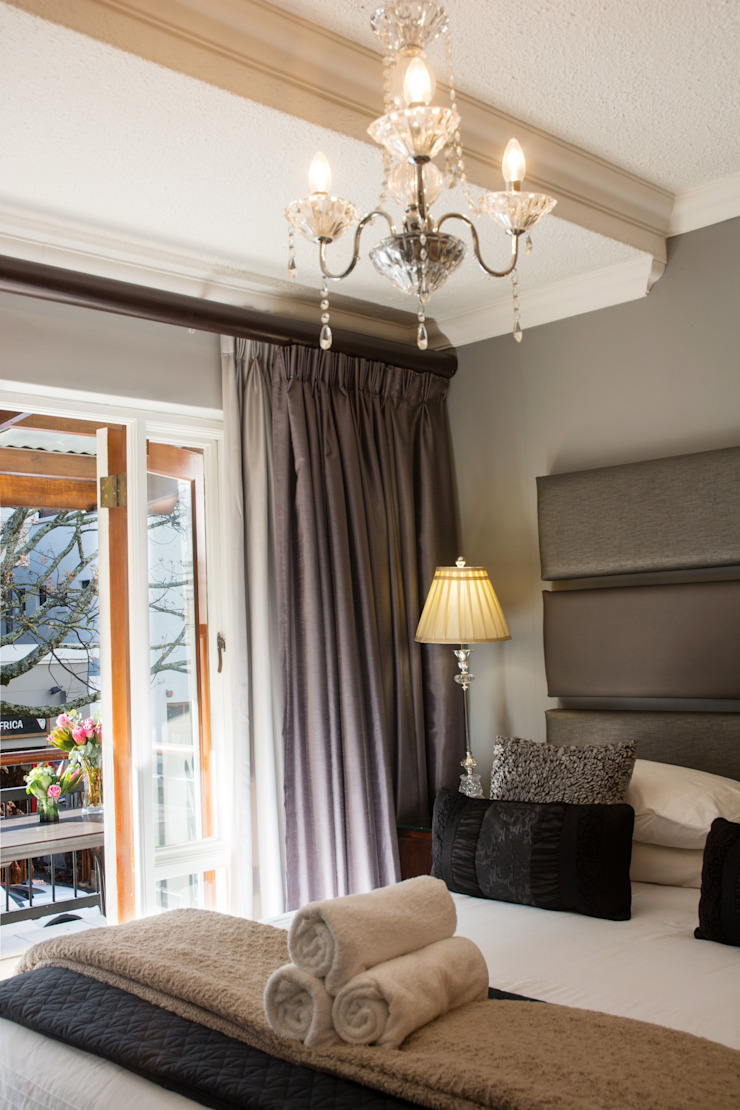 Classic Modern bedroom: classic  by Kraaines Interiors - Decor by Cherice, Classic