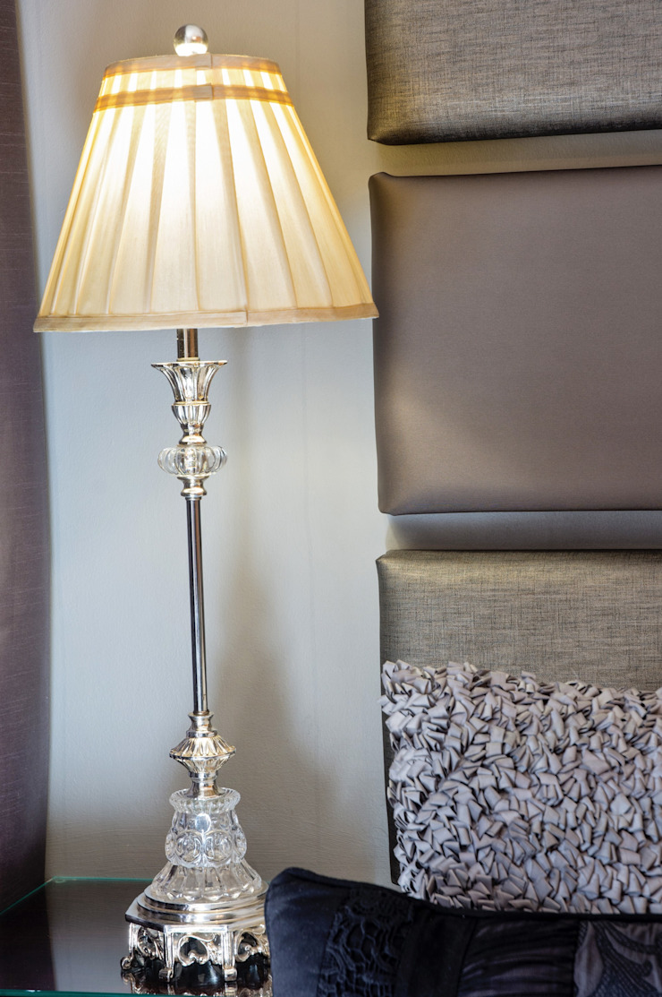 Stunning lamp: classic  by Kraaines Interiors - Decor by Cherice, Classic