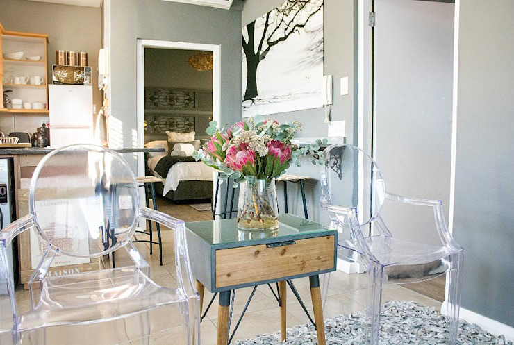 Modern shabby chic living room: classic  by Kraaines Interiors - Decor by Cherice, Classic
