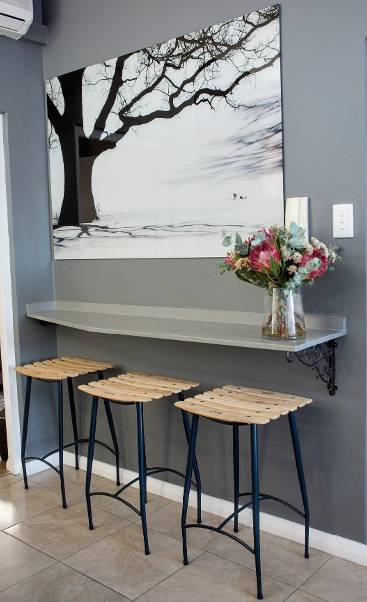 kitchen island: classic  by Kraaines Interiors - Decor by Cherice, Classic
