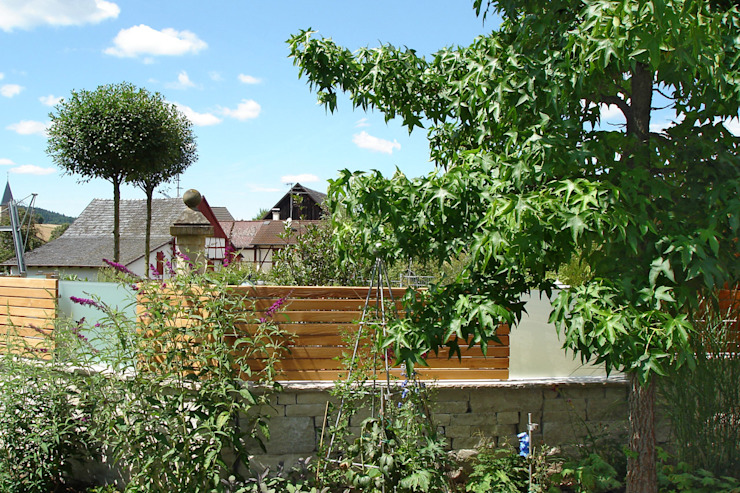 Faszination Gartenteich - modern und verspielt:  Garten von RAUCH Gaten- und Landschaftsbau GbR,
