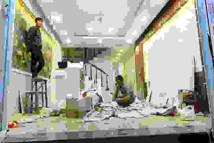 Công trình ốp tường trang trí nội thất tại Cổ Nhuế Hà Nội Tường & sàn phong cách hiện đại bởi Công Ty TNHH Ferino Việt Nam Hiện đại