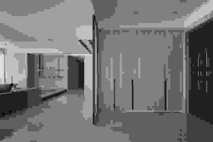 <大樓-3+1房2廳>度假感住宅 貼心三代機能需求 斯堪的納維亞風格的走廊,走廊和樓梯 根據 品茉空間設計/夏川設計 北歐風