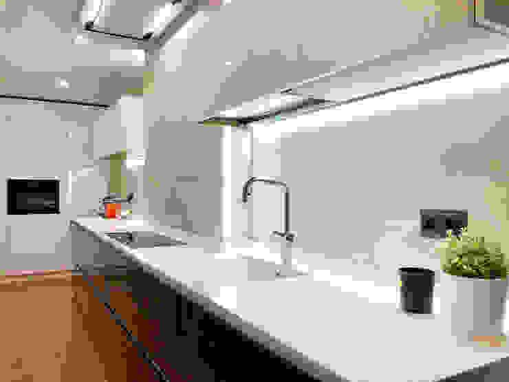 Isoko Proyecto Built-in kitchens Engineered Wood Black