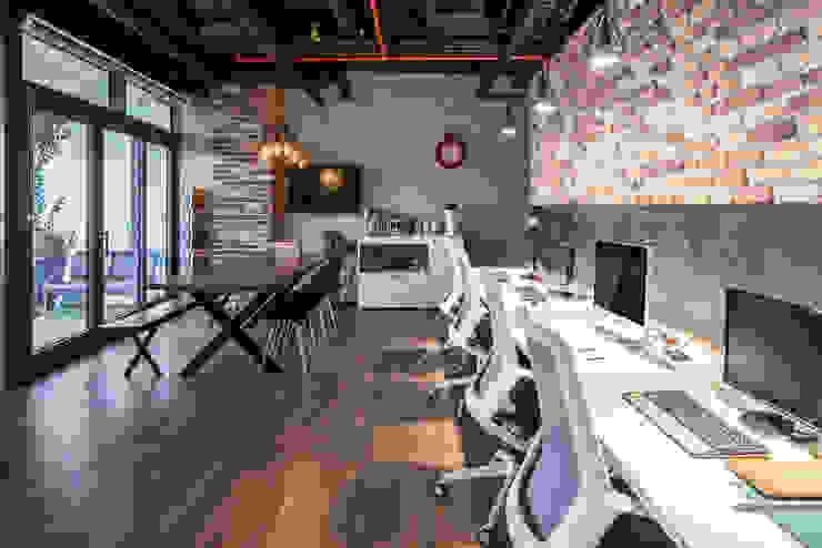 Modern office buildings by homify Modern