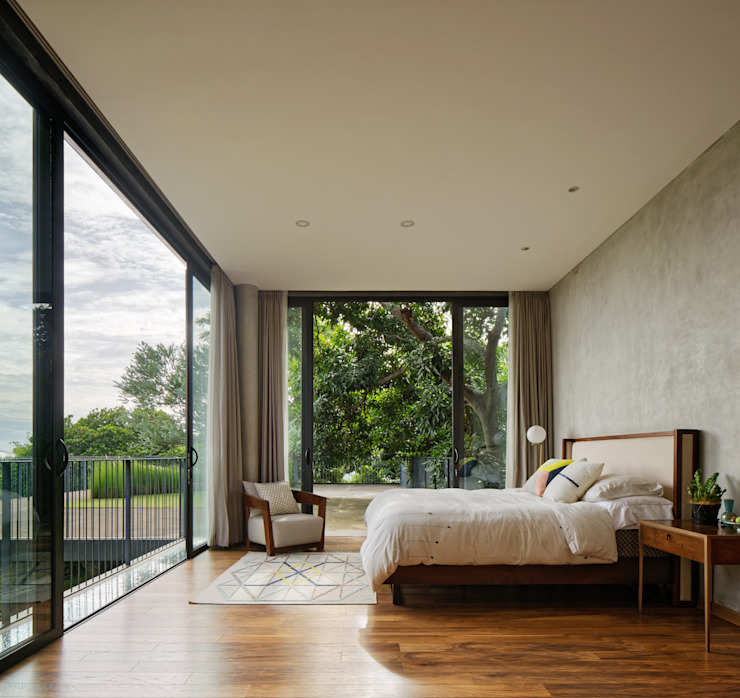 Tropical style bedroom by Tamara Wibowo Architects Tropical Wood Wood effect