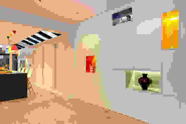 Entrance Hall Timothy James Interiors Minimalist living room Multicolored