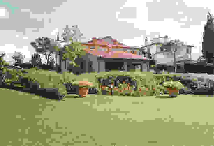 Jardines de estilo  por Morelli & Ruggeri Architetti