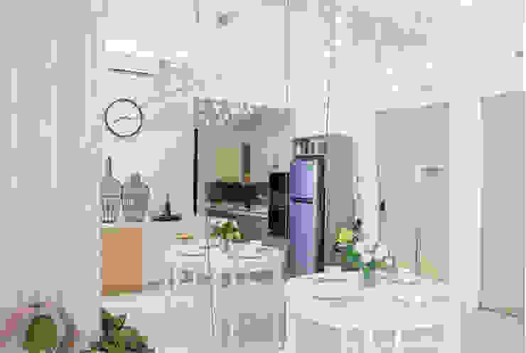 Phòng bếp rộng rãi Phòng ăn phong cách hiện đại bởi Công ty TNHH TK XD Song Phát Hiện đại Đồng / Đồng / Đồng thau