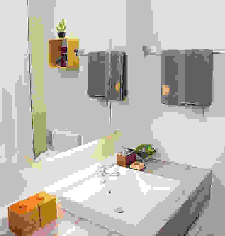 Nhà vệ sinh thoáng, sạch sẽ và vô cùng ngăn nắp. Phòng tắm phong cách hiện đại bởi Công ty TNHH TK XD Song Phát Hiện đại Đồng / Đồng / Đồng thau