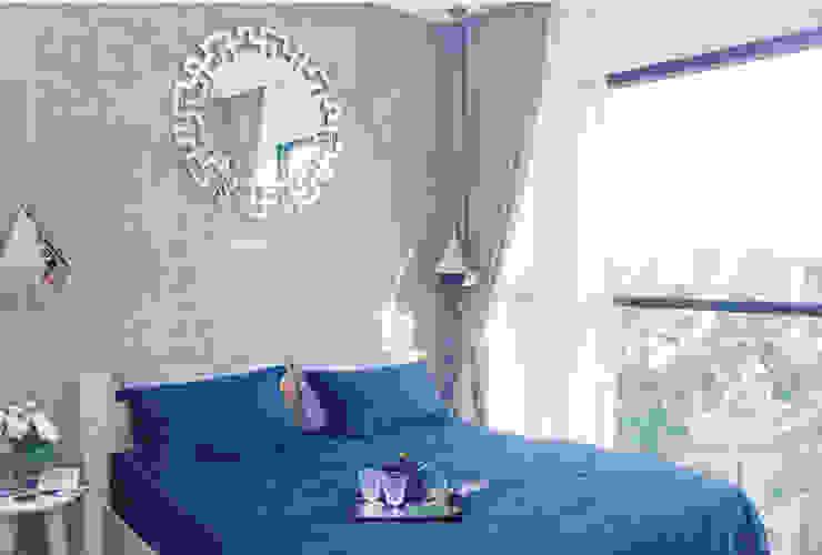 Góc nhìn hướng ra phía ngoài mang lại không gian vô cùng thoáng đãng.:  Phòng ngủ by Công ty TNHH TK XD Song Phát