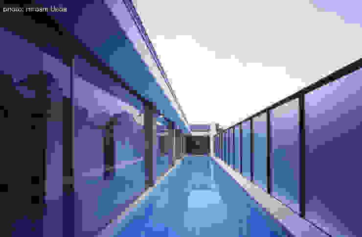 東京23区でプールのある家 石川淳建築設計事務所 ミニマルスタイルの プール コンクリート 白色