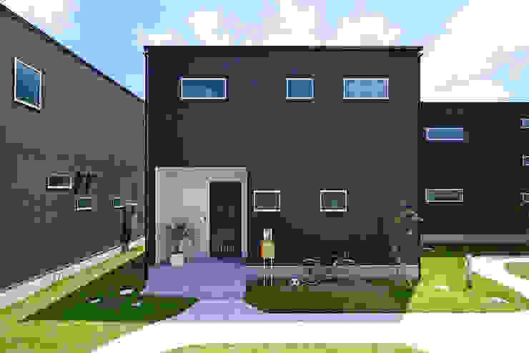 シンプルなボックス状の外観 タイコーアーキテクト 一戸建て住宅 黒色