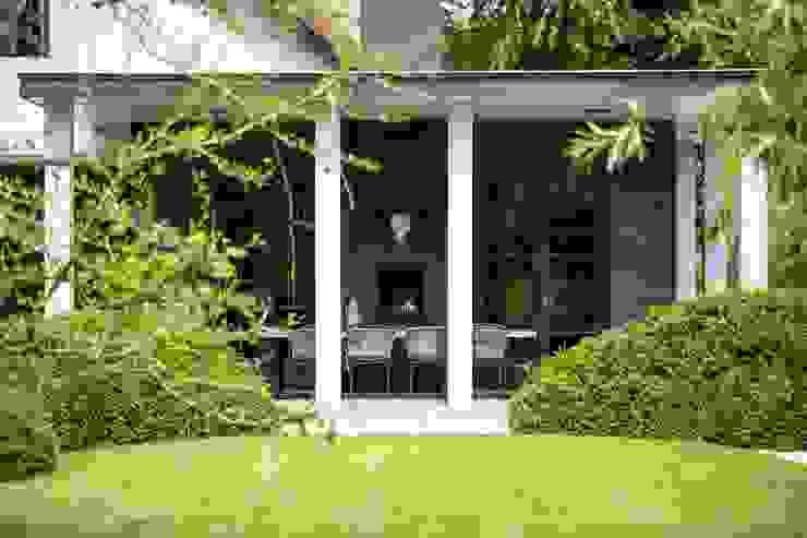 beschut zitten Landelijke balkons, veranda's en terrassen van Studio FLORIS Landelijk Hout Hout