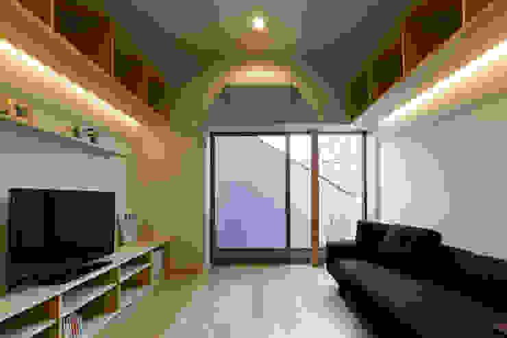 イン・エクスデザイン / in-ex design.Co.,Ltd. Puertas y ventanas de estilo moderno