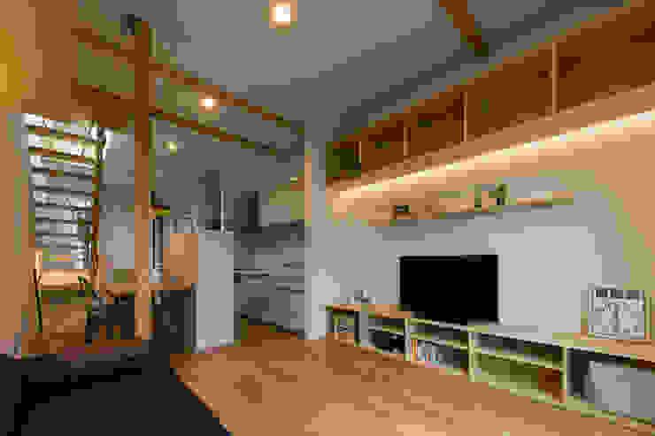 イン・エクスデザイン / in-ex design.Co.,Ltd. Salas de estilo moderno
