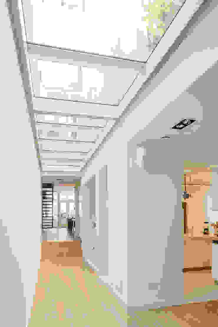 Woonhuis Prinsengracht Moderne gangen, hallen & trappenhuizen van Bas Vogelpoel Architecten Modern IJzer / Staal