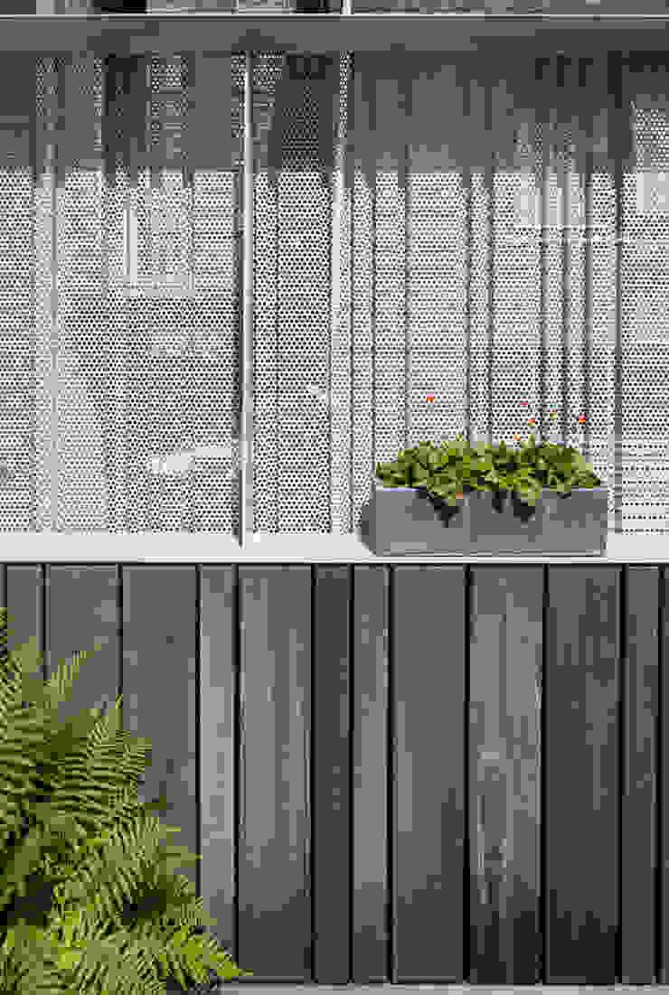 Woonhuis Prinsengracht Moderne balkons, veranda's en terrassen van Bas Vogelpoel Architecten Modern Hout Hout