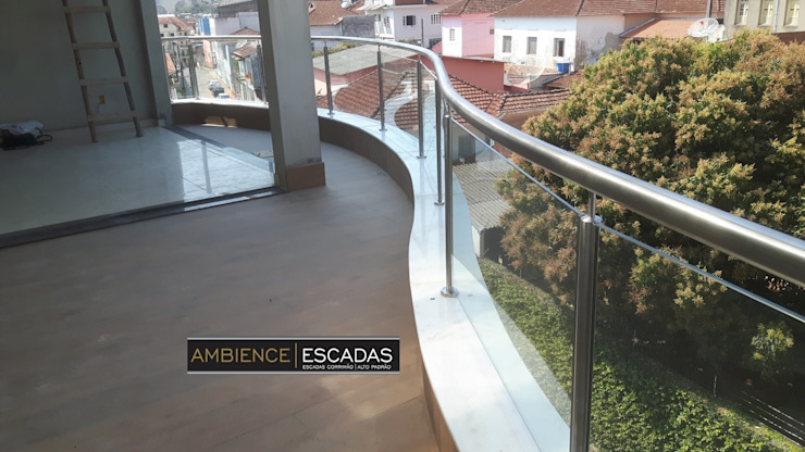 ambience escadas e corrimão Balcones y terrazas de estilo moderno Vidrio Transparente
