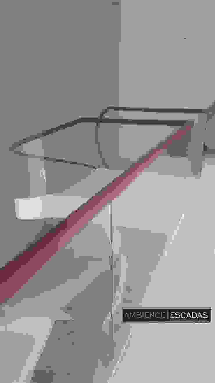 ambience escadas e corrimão 玄關、走廊與階梯階梯 玻璃 Transparent