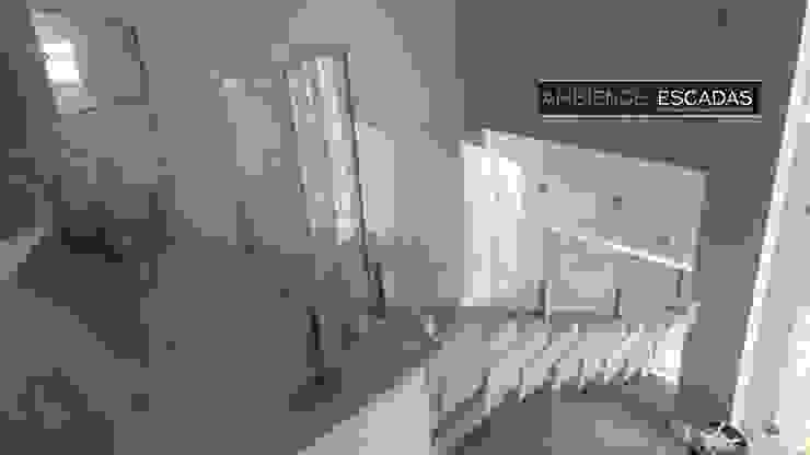 ambience escadas e corrimão Vestíbulos, pasillos y escalerasEscaleras Vidrio Transparente