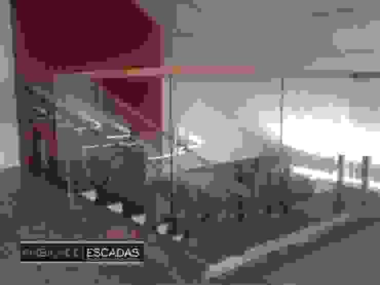 ambience escadas e corrimão Vestíbulos, pasillos y escalerasEscaleras Hierro/Acero
