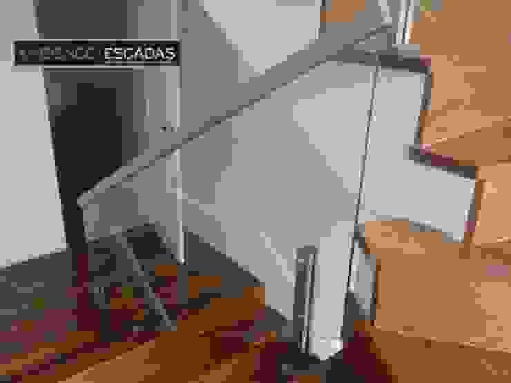 ambience escadas e corrimão Vestíbulos, pasillos y escalerasEscaleras