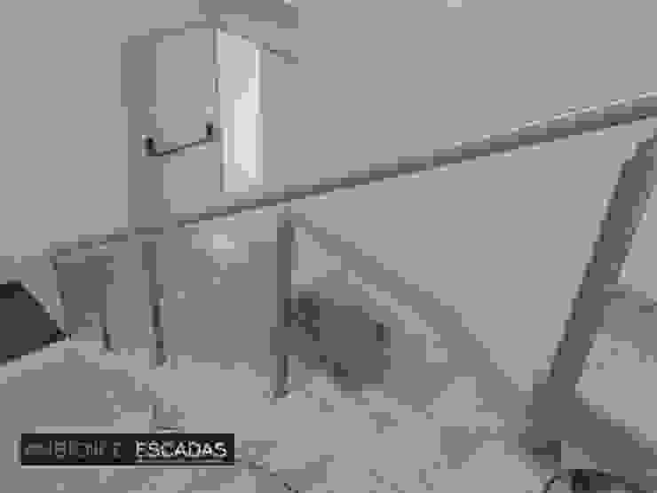 ambience escadas e corrimão 玄關、走廊與階梯階梯 玻璃