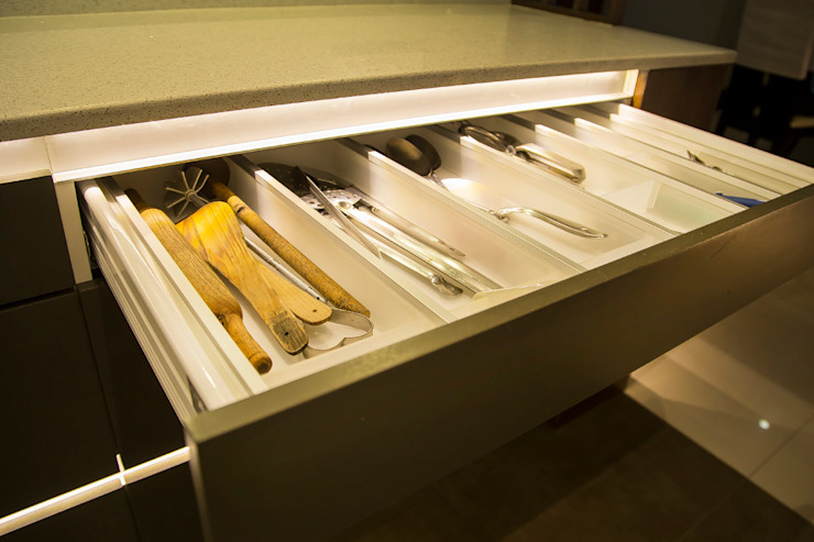 POISE Modular Kitchen:  Kitchen units by Poise,Modern
