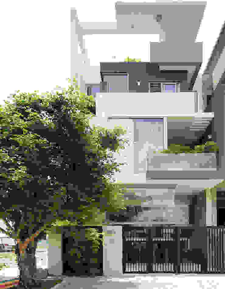 Không gian của ngôi nhà được thiết kế theo định hướng phong cách tối giản. bởi Công ty TNHH TK XD Song Phát Hiện đại Đồng / Đồng / Đồng thau