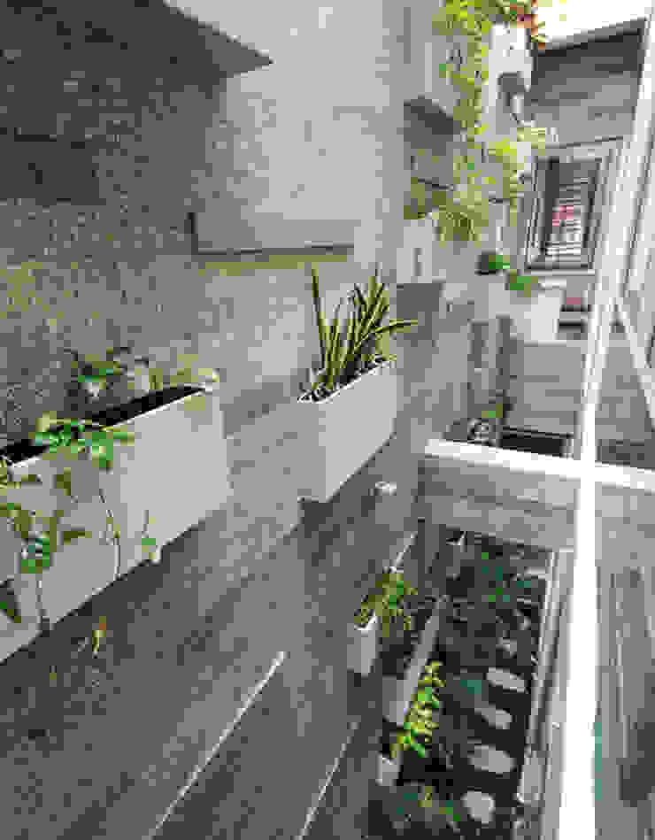 Khu vườn độc đáo bên trong nhà phố 4 tầng tại quận 7. bởi Công ty TNHH TK XD Song Phát Hiện đại Đồng / Đồng / Đồng thau