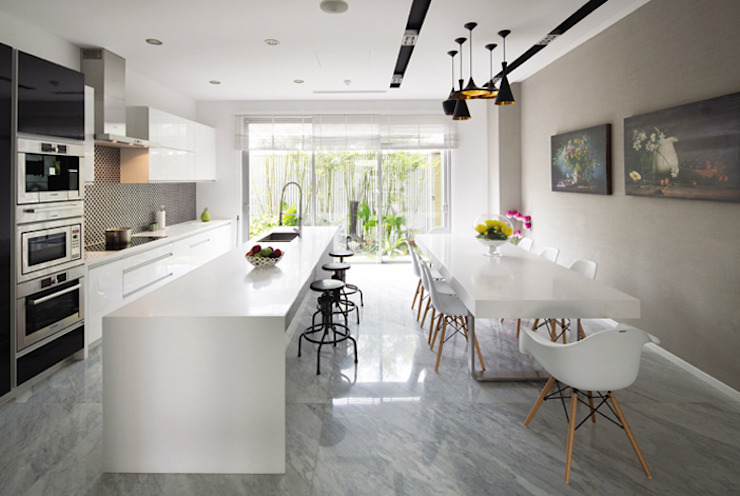 Một khu vườn đẹp kết hợp với căn bếp tiện nghi sang trọng. Phòng ăn phong cách hiện đại bởi Công ty TNHH TK XD Song Phát Hiện đại Đồng / Đồng / Đồng thau