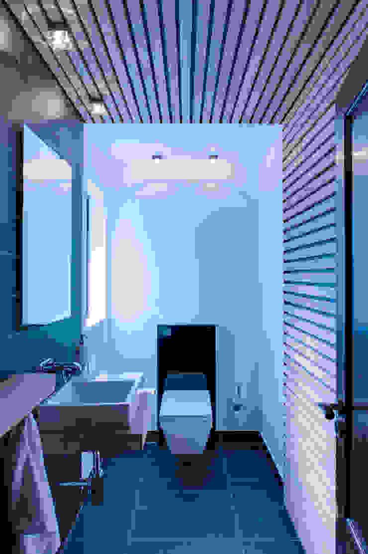 Guest WC Modern bathroom by JBA Architects Modern Wood Wood effect