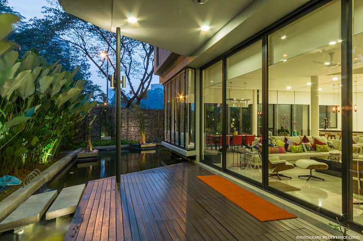 Outdoor terrace by MJ Kanny Architect Modern