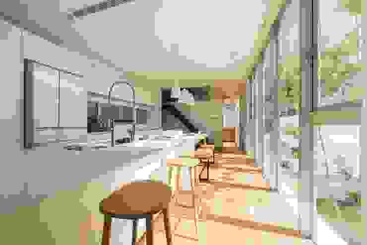 台南自地自建北歐風 現代廚房設計點子、靈感&圖片 根據 勝暉建築工程行 現代風