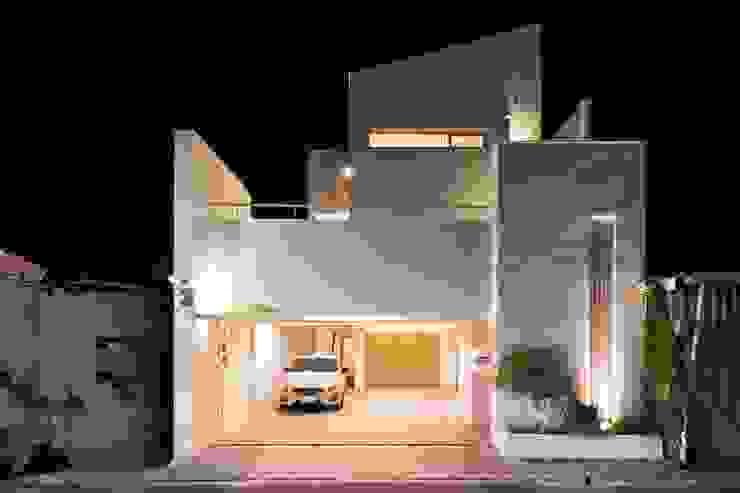 台南自地自建北歐風 現代房屋設計點子、靈感 & 圖片 根據 勝暉建築工程行 現代風
