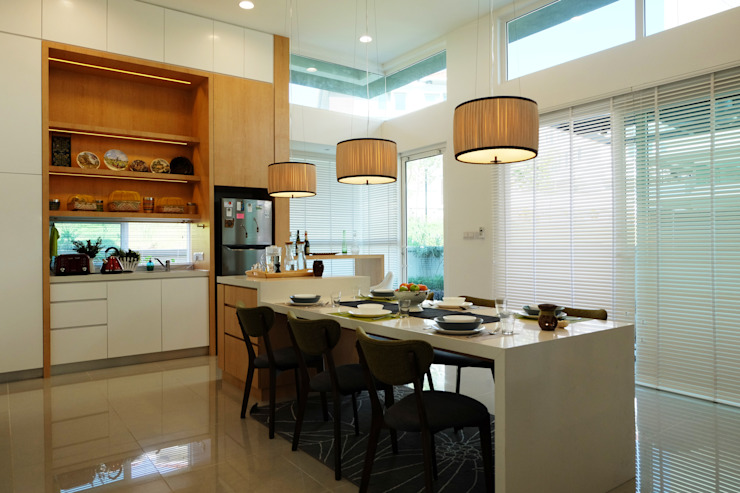 Tropical style dining room by inDfinity Design (M) SDN BHD Tropical