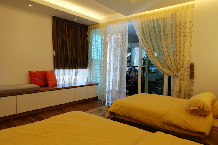 Tropical style bedroom by inDfinity Design (M) SDN BHD Tropical