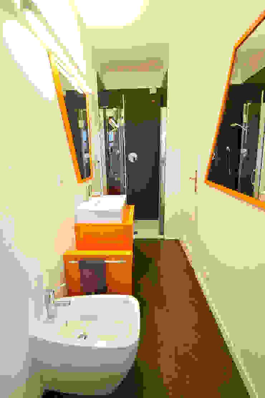 Phòng tắm bởi Annalisa Carli Công nghiệp Gỗ Wood effect
