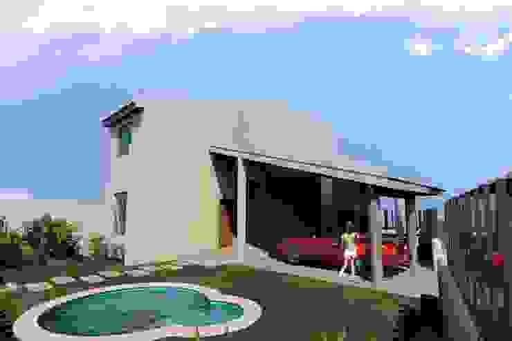 by SG Huerta Arquitecto Cancun Mediterranean Wood-Plastic Composite