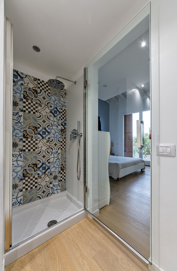 Annalisa Carli Scandinavian style bathroom Ceramic White