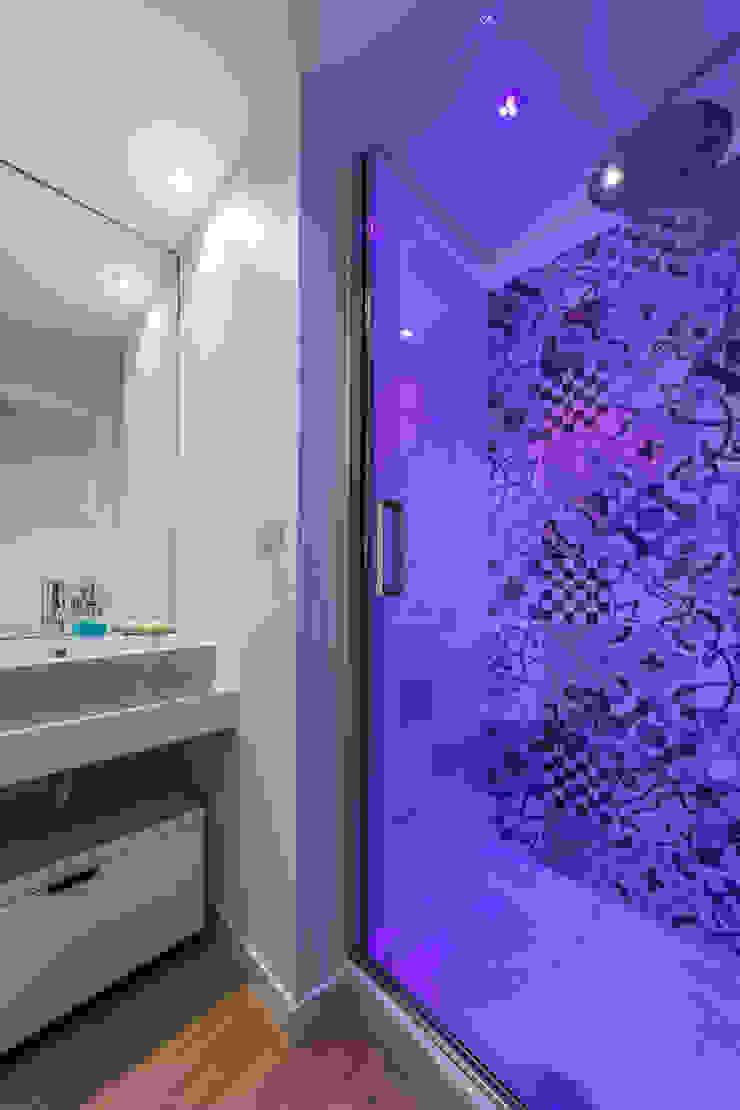 Annalisa Carli Scandinavian style bathroom Ceramic Beige