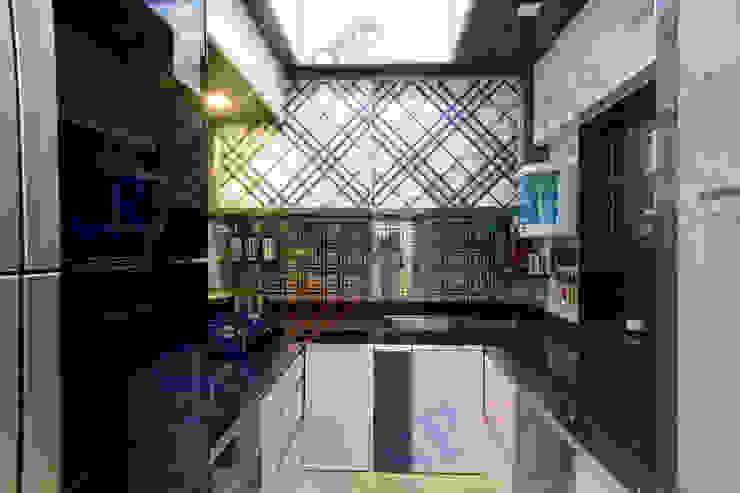 Mr.Ghandi Modern kitchen by SP INTERIORS Modern