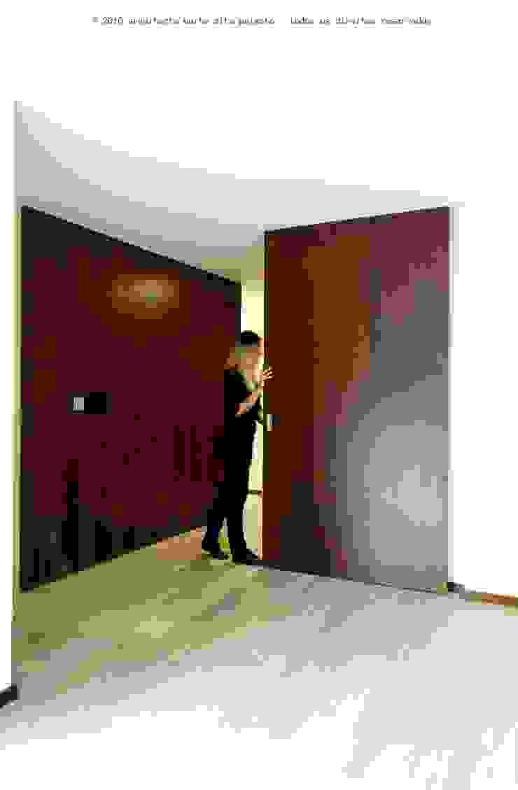 Moradia Unifamiliar Paredes e pisos minimalistas por Marta Zita Peixoto - Arquitectura Minimalista Madeira maciça Multicolor