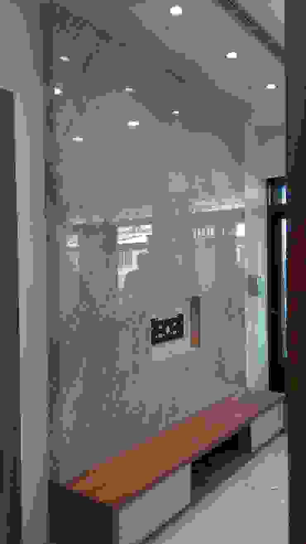 和美柑竹路吳宅 现代客厅設計點子、靈感 & 圖片 根據 紅帥設計 現代風 大理石