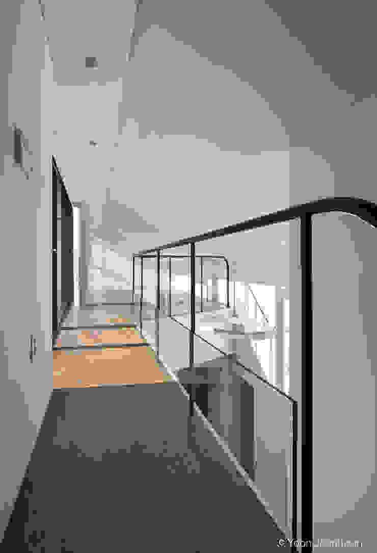 디자인그룹 콜라보 ห้องโถงทางเดินและบันไดสมัยใหม่